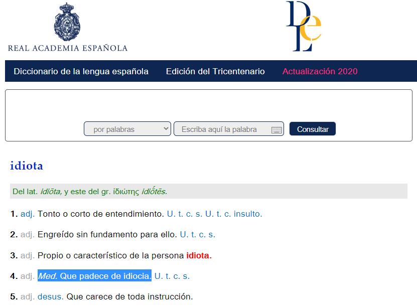 """Imagen de la página web de la RAE en la que aparece la definición de """"idiota"""" y resaltada en azul la definición capacitista: """"Med. Que padece de idiodicia"""""""