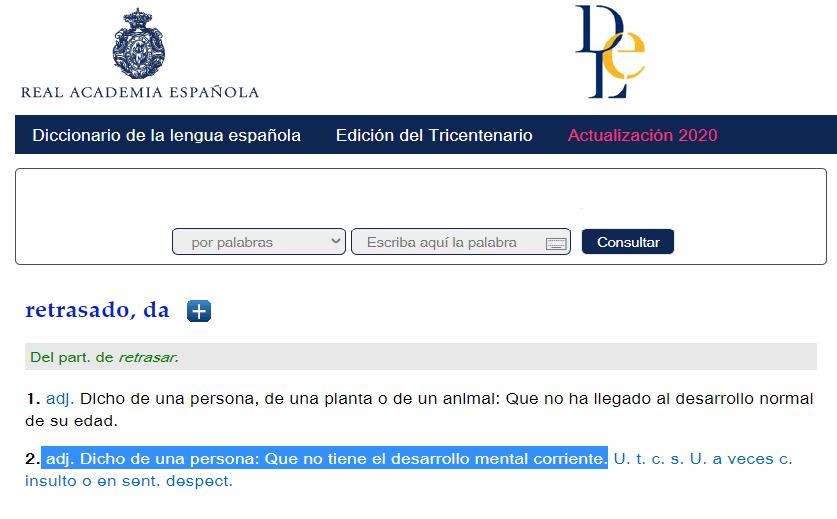 """Imagen de la página web de la RAE en la que aparece la definición de """"retrasado"""" y resaltada en azul la definición capacitista: """"Dicho de una persona que no tiene desarrollo mental corriente"""""""