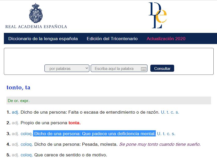 """Imagen de la página web de la RAE en la que aparece la definición de """"tonto"""" y resaltada en azul la definición capacitista: """"Dicho de una persona que padece de deficiencia mental"""""""
